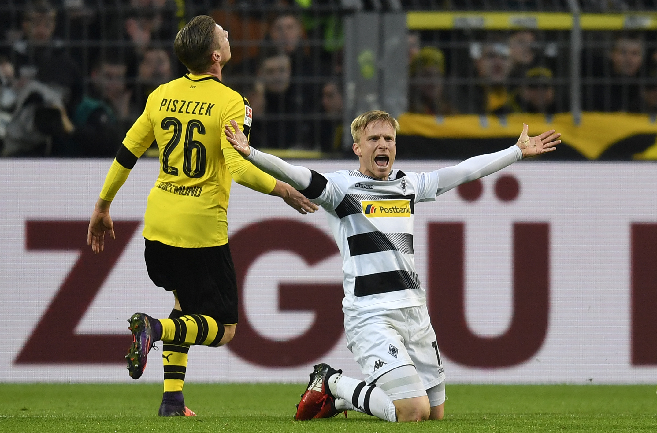 Oscar Wendt jublar i Borussia Mönchengladbachs tröja.